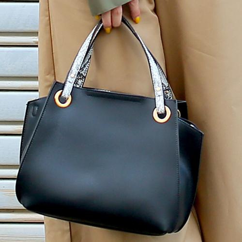 定番で使えるシンプルさが魅力のバッグ